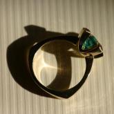 prsten - zlato, smaragd, safírky