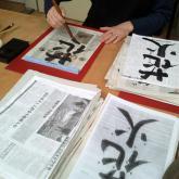...nejhezčí znaky si napíší na rýžový papír...